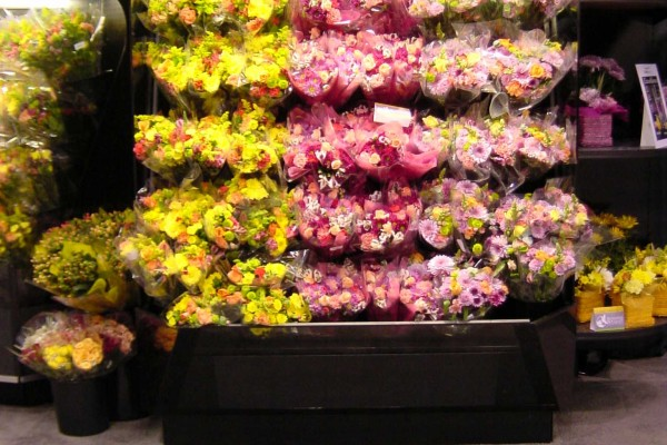 Floral baskets open flower display - Borgen Merchandising Systems