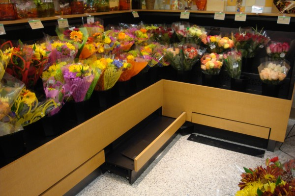 Low-profile flower case with pullout shelf from Borgen