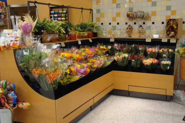 Low profile floral case with pullout shelf - Borgen Systems