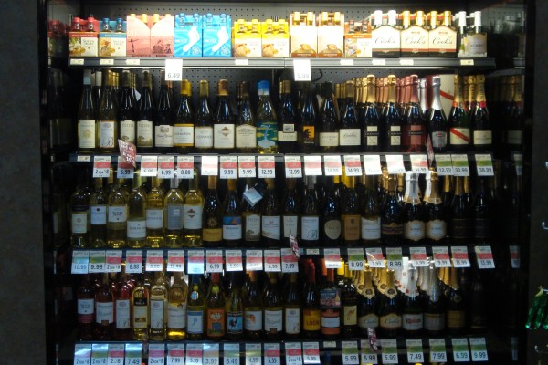 6 ft. open wine case at Raley's - Borgen Merchandising Systems